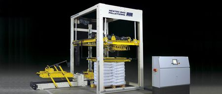 Pallettizer G300 for bag palletizing by a robotic gripping arm